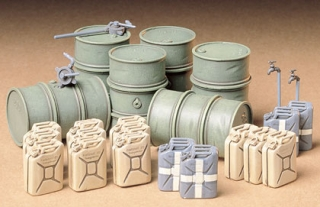 1/35 GRM FUEL & OIL DRUM SET WW2